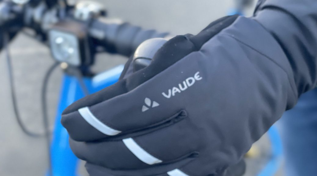 Handschuhe und Jacke von VAUDE