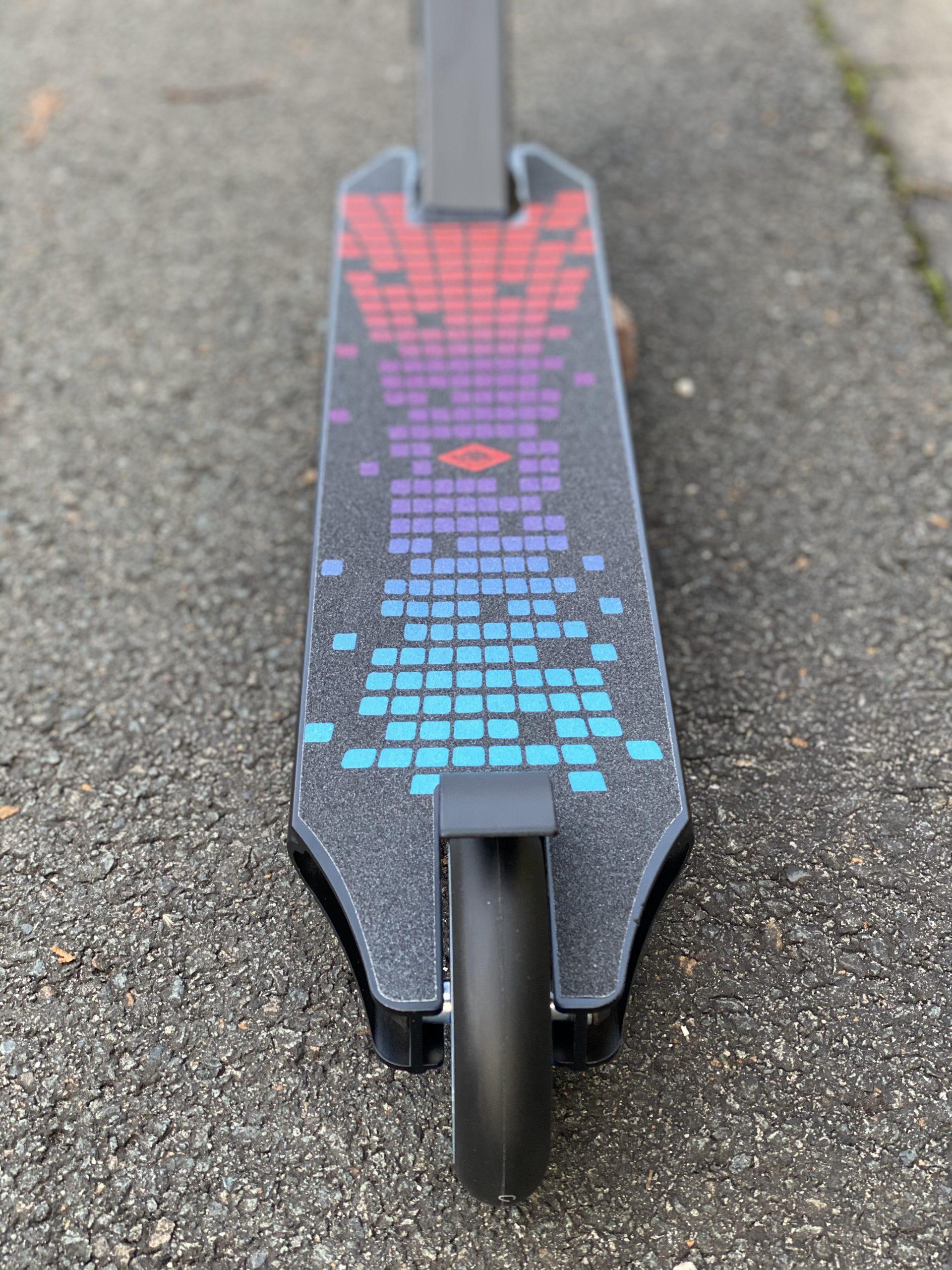 Stunt-Scooter mit rutschsicherem Graphic Griptape